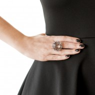 Sarah Kosta Joyas anillo en oro blanco 18kt con cuarzo fumé central rodeado de topacios celestes y cuarzos fumé – ANORCF1022_d