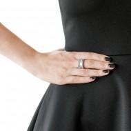 Sarah Kosta Joyas – anillo en plata 950 con textura de perlitas y grabado ANPLPL1357_d